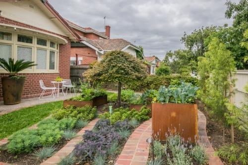 Front Garden of Elster Gardens BnB