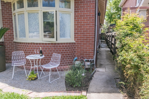 Front garden with private access to Elster Garden Apartment